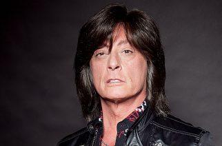 Deep Purplessa ja Rainbow-yhtyeessä laulanut Joe Lynn Turner konsertoi Tampere-talon hard rock -illassa maaliskuussa