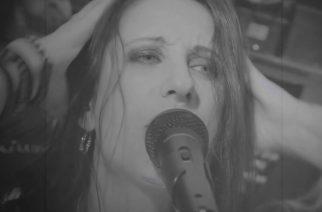 "Sister Sinista tutun Liv Jagrellin coverointi Danzigin ""Devil's Plaything"" -kappaleesta katsottavissa"