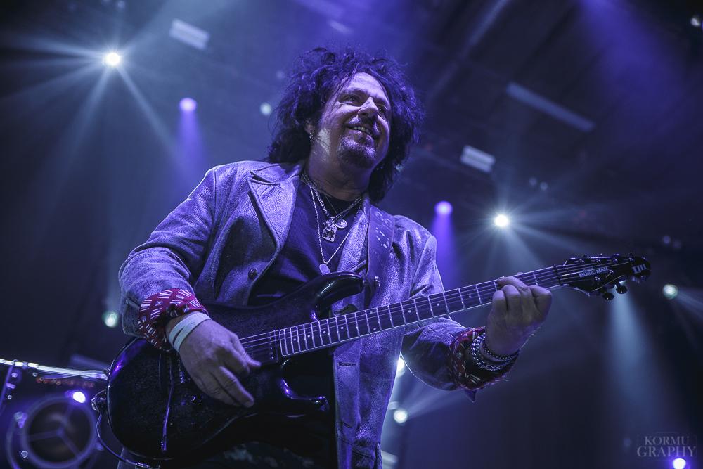 """Steve Lukather Toton tulevaisuudesta: """"Ostimme nimen, joten käytetään sitä v*tun nimeä"""""""