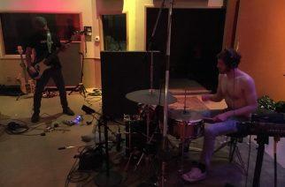 Toolin Justin Chancellor studiossa kokeellisen hip-hop -trio Death Gripsin kanssa