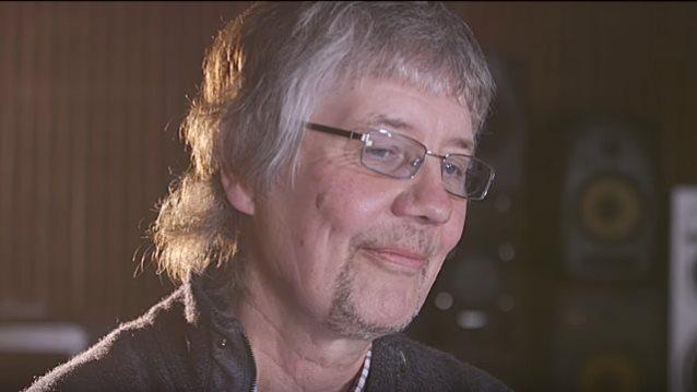 """Deep Purplen Don Airey paljastaa nauhoittaneensa bassot Judas Priestin ikoniselle """"Painkiller"""" -albumille"""