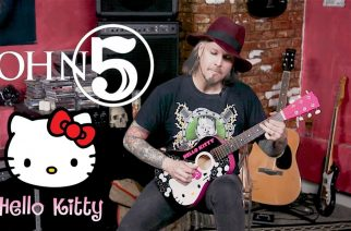 Katso, kun Rob Zombien kitaristi John 5 pistää menemään Hello Kitty -kitaralla