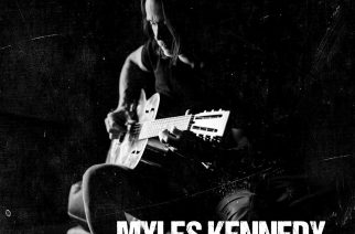 """Isän kuoleman jättämät arvet auki – Myles Kennedy tuo kipeät muistot esiin """"Year Of The Tiger"""" -sooloalbumillaan"""