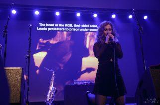 Pussy Riotin ensimmäinen Suomen-keikka otti kantaa Ukrainan kriisiin ja myi kirjoja