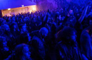 Turku Saatanalle -yleisöä