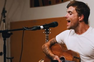 "Circa Surviven Anthony Green coveroi akustisesti Deftonesin kappaleen ""Diamond Eyes"""