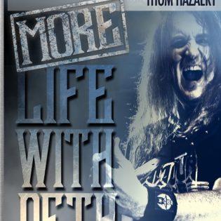 """Basisti, kaikkien kaveri ja todellinen ihmemies – katsauksessa David Ellefsonin """"More Life with Deth"""" -kirja"""