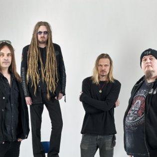 """HIM- ja  Amorphis-muusikoista koostuvan Flat Earthin uusi kappale """"Cyanide"""" kuunneltavissa"""