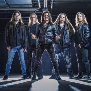 Raskaan rockin legendojen jalanjäljillä: haastattelussa King Company