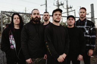 """Aversions Crown tarjoilee deathcoren ilosanomaa uudella """"The Breeding Process"""" -kappaleellaan"""