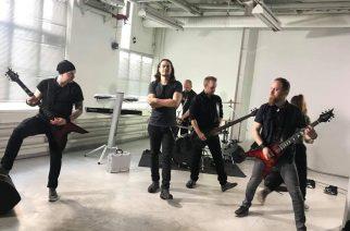 Ei kompromisseja – haastattelussa uuden levyn 13 vuoden tauon jälkeen julkaissut Dyecrest