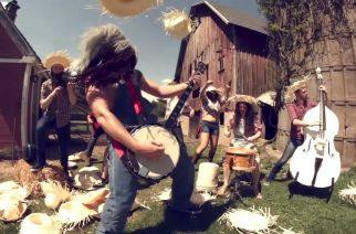 """Rob Scallon vauhdissa: kuuntele banjolla soitettu versio Gojiran """"The Heaviest Matter Of The Universe"""" -kappaleesta"""