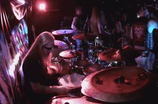 Kotimainen black metal -yhtye Mimorium Tampereen Maanalaisessa – katso rumpuvideoita keikalta