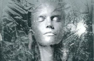 """Suomalaista mielenmaisemaa synkimmillään – synttäriarviossa Sentencedin 20-vuotias """"Frozen"""""""