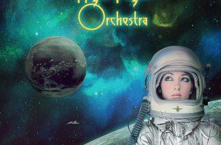 """The Night Flight Orchestran """"Sometimes The World Ain't Enough"""" on hävyttömän 80-lukuista"""