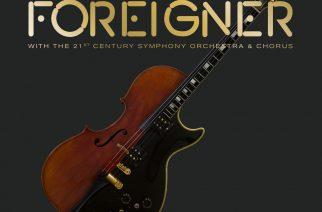 Aikuisrokkia orkesterin ja kuoron kera – Foreignerin kappaleet saivat upeat sovitukset livealbumilla