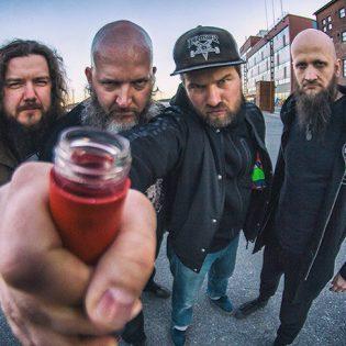 """Rytmihäiriö saavuttaa tulevalla albumillaan gambinapsykoosin: uusi kappale """"Räjähtävä lepakko helvetistä"""" kuunneltavissa"""