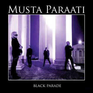 """Mustan Paraatin synkkä kauneus kukkii edelleen – arviossa yli 30 vuotta odotettu """"Black Parade"""" -albumi"""