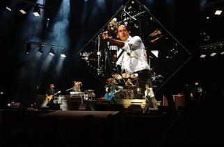 """Nirvana-basisti Krist Novoselic vastasi fanien antamaan kritiikkiin Nirvanan jäsenten yhteisesiintymisestä: """"Yritimme saada yhteyden Kurtiin"""""""