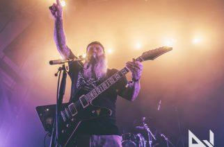 Crowbarin laulaja-kitaristi Kirk Windstein studiossa työstämässä sooloalbumiaan
