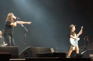 """10-vuotias kitaristi nousi lavalle Foo Fightersin kanssa esittämään Metallican """"Enter Sandman"""" -klassikon"""