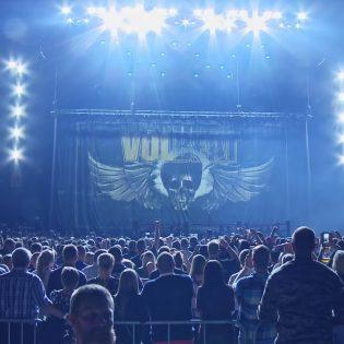 """Volbeat tarjoilee esimakua tulevalta DVD:ltä: katso """"The Devil's Bleeding Crown"""" -kappaleen live-esitys"""