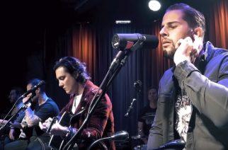 """Avenged Sevenfoldin akustinen tulkinta """"Exist"""" -kappaleesta Grammy Museumissa katsottavissa"""