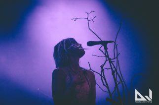 """Myrkur versioi tanskalaista kansanlaulua """"Bonden og Kragen"""" uudella videollaan"""
