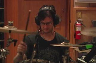 """Avenged Sevenfoldin rumpalin kuolemasta tuli kuluneeksi yhdeksän vuotta: yhtye julkaisi videon """"Almost Easy"""" -kappaleen nauhoituksista Jimmyn muistoa kunnioittaen"""