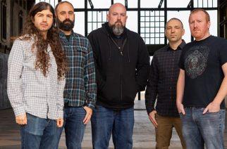 """East Of The Wall julkaisemassa uutta albumia maaliskuussa: uusi kappale """"Fast-Bang Pooper Doop"""" kuunneltavissa"""