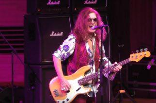 Maaliskuussa Suomeen saapuva Glenn Hughes esitti Deep Purplen klassikoita Moskovassa: keikka katsottavissa kokonaisuudessaan
