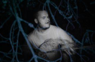 Ysärihenkinen absurdi trippi: Joonas Holménilta uusi musiikkivideo