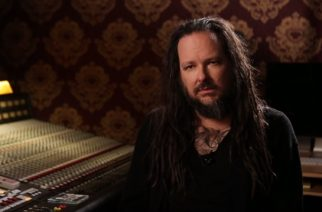 "Kornin Jonathan Davis versioi soolokappaleensa ""What It Is"" countryna"