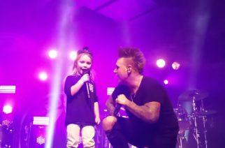 Isänsä manttelinperijä? Papa Roachin laulajan Jacoby Shaddixin poika nousi lavalle isänsä kanssa San Franciscossa
