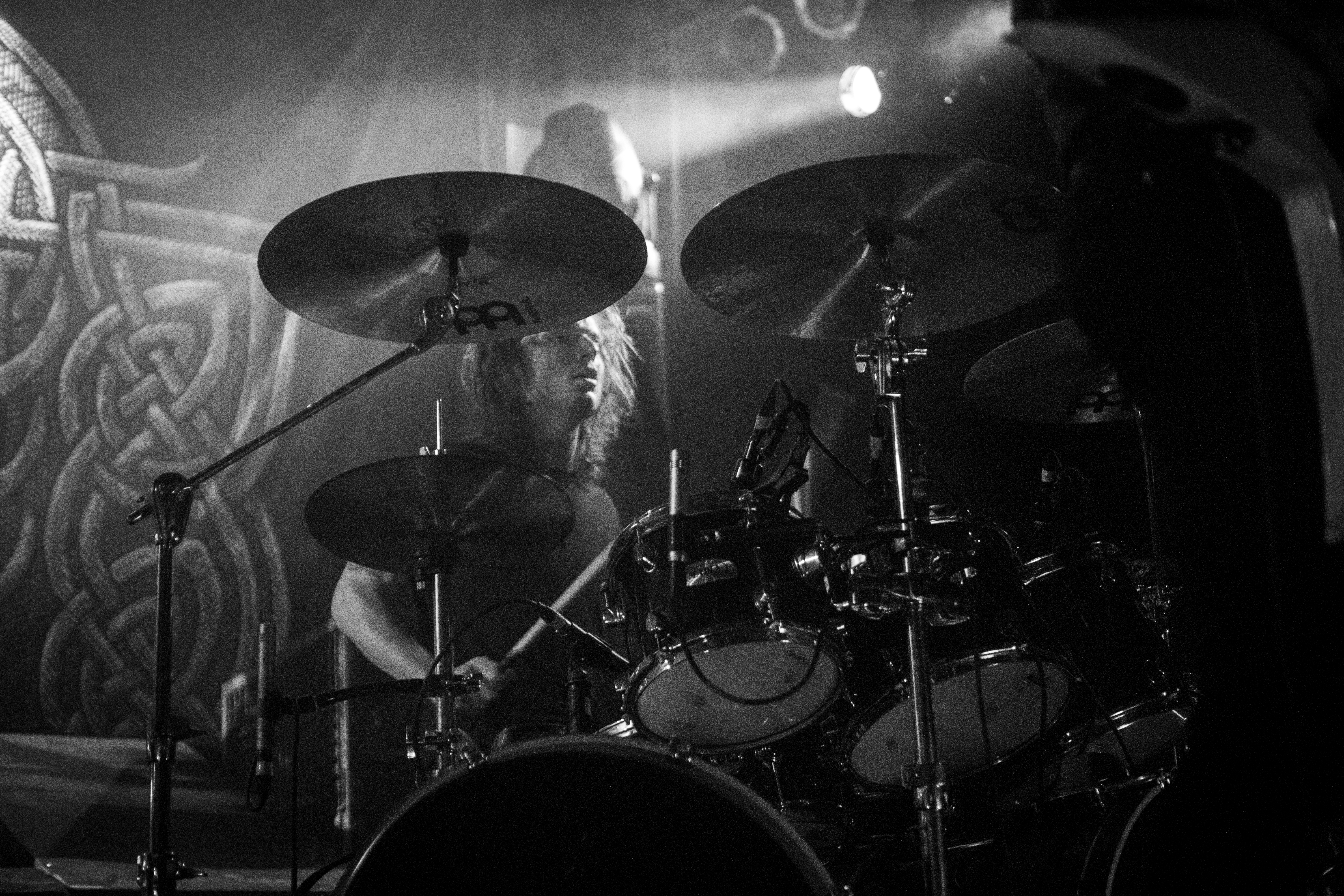 """Wolves In The Throne Roomilta video singlelle """"Primal Chasm (Gift of Fire)"""""""