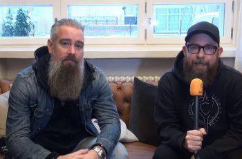 """KaaosTV tapasi Suomessa vierailleen In Flamesin: """"Jos jotain olemme näiden vuosien aikana oppineet niin sen mitä kappale muunnetaan albumilta soitettavaksi livenä"""""""