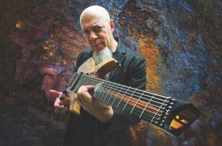"""Dream Theaterin Jordan Rudess julkaisi uuden lyriikkavideon tulevalta """"Wired For Madness"""" -albumiltaan"""