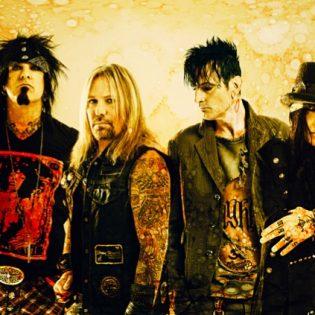 """""""Emme todellakaan ole aina elokuvan hyviksiä"""" – Kaaoszinen haastattelussa Mötley Crüe -laulaja Vince Neil"""