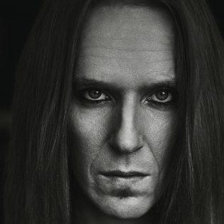 """Piinkova rocktähti – Arviossa Children Of Bodom -nokkamies Alexi Laihon omaelämäkerta """"Kitara, kaaos & kontrolli"""""""