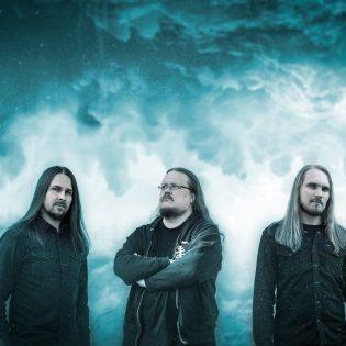 """Tunnelmallista metallia soittava Alase julkaisi kauniin musiikkivideon kappaleestaan """"Riisuttu"""""""