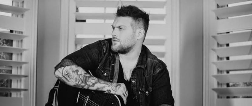 """Danny Worsnop julkaisi uuden """"Bad For You"""" -kappaleensa musiikkivideon kera"""