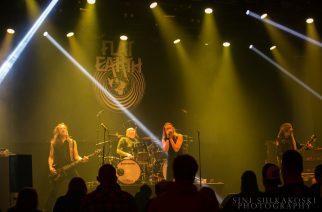 """Flat Earth julkaisi livevideon Nirvana-coverilleen """"School"""""""