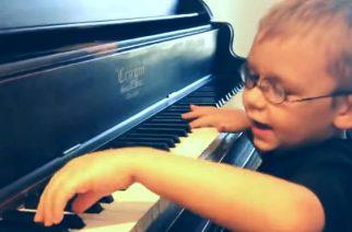 """Varaudu häkeltymään: 6-vuotias sokea poika esittää Queenin """"Bohemian Rhapsodyn"""""""