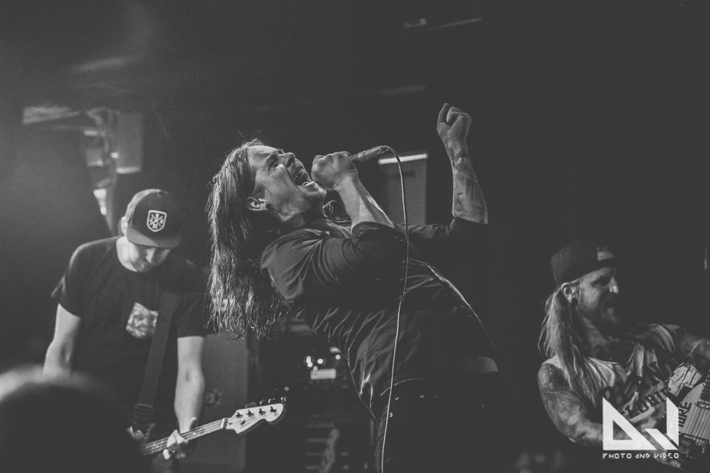 """High School Dropouts julkaisee ensimmäisen singlensä: kuuntele bändin versio Papa Roachin """"Last Resort"""" -klassikosta"""