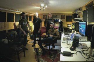 In Mourning studiossa nauhoittamassa uutta albumiaan