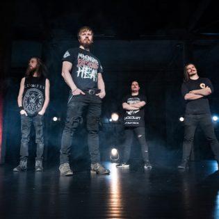 Mokoma ja Stam1na saivat varteenotettavan haastajan: Kolossuksen uusi albumi Kaaoszinen ensisoitossa