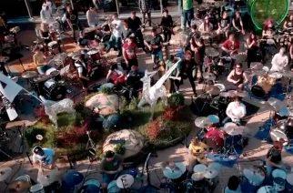 """Venäläinen flash mob -ryhmä järjesti mittavan katuesityksen Moskovassa: Katso yli 250 muusikon """"Sad But True"""" -kappaleen esitys"""