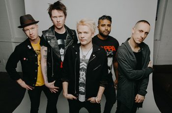 """""""Kaikki tiet veivät albumia raskaampaan suuntaan"""" – Haastattelussa uuden albuminsa julkaiseva Sum 41"""
