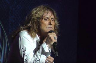 """Katsasta Suomeen heinäkuussa saapuvan Whitesnaken livekunto """"Flesh & Blood"""" -maailmankiertueen avauskeikalta Yhdysvalloista"""