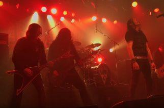 Arch Enemyn John Liivan aikaisesta kokoonpanosta koostuvan Black Earthin livevideoita katsottavissa Otarun-keikalta Japanista